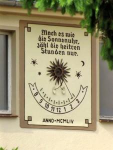 Wandsonnenuhr in Radebeul, Dresdner Str. 8