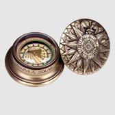 Nautischer Kompass mit Sonnenuhr