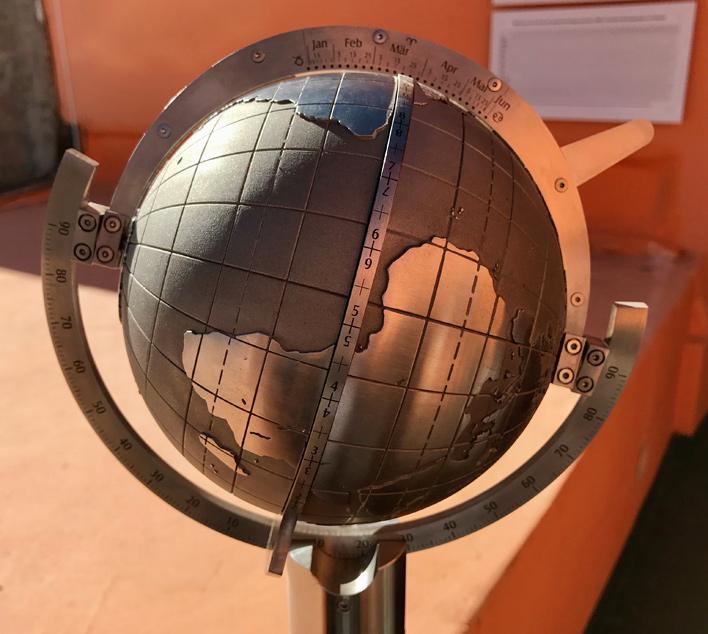Magellan Globus-Sonnenuhr in Peru