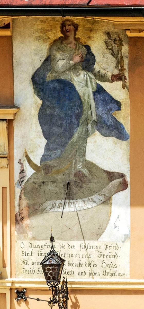http://blog.helios-sonnenuhren.de/wp-content/uploads/2016/01/Sonnenuhr-Elephant-Brixen-Detail.jpg