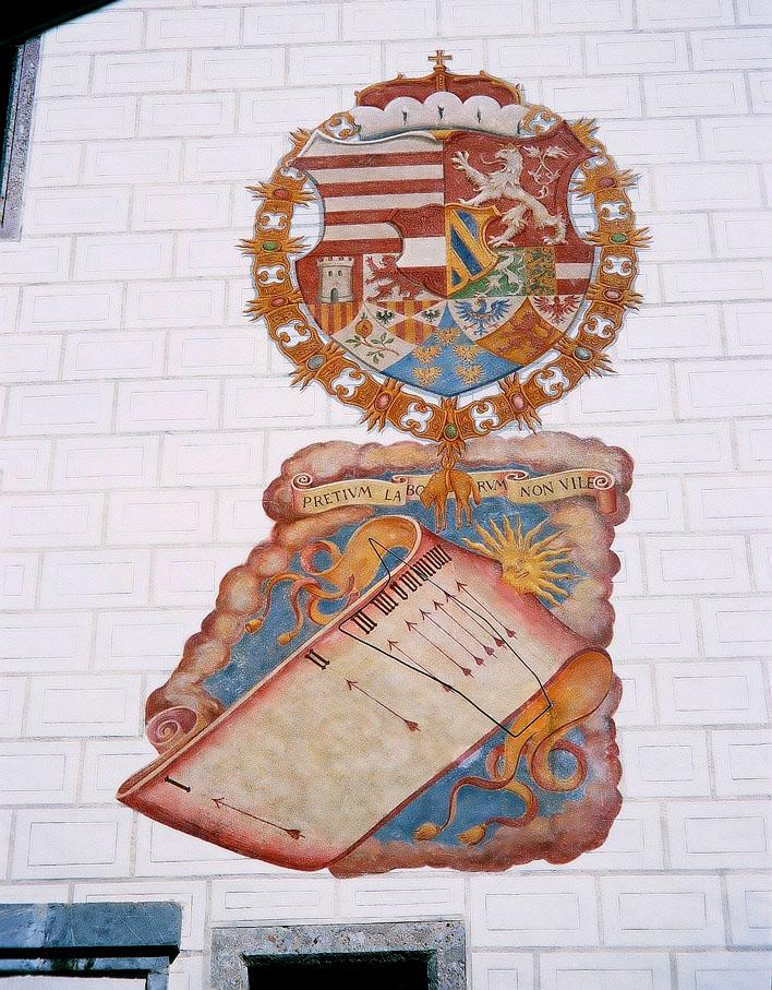 Wandsonnenuhr am Schloss Ambras